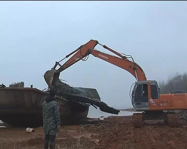 太湖依法对泊湖水域渔用船舶进行全面拆除