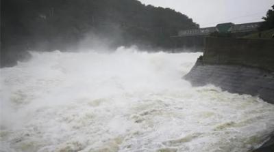 花亭湖超历史最高水位,泄洪洞和溢洪道闸门全部开启!